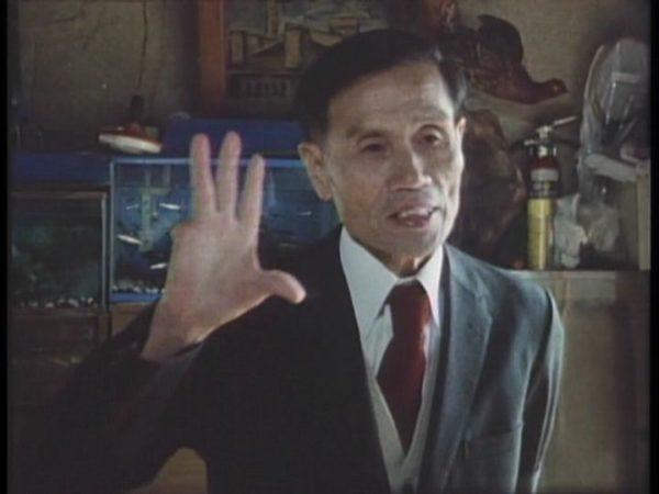 하라 카즈오 감독의 <천황군대는 진군한다> 스틸컷으로 오쿠자키 겐조의 모습