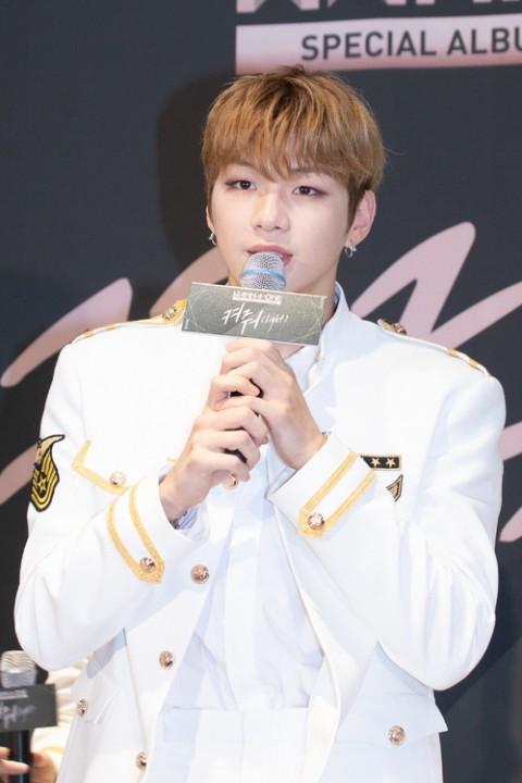 소속사와의 분쟁으로 슈퍼콘서트 '2019 W-POP FESTIVAL'에 출연이 불투명한 강다니엘