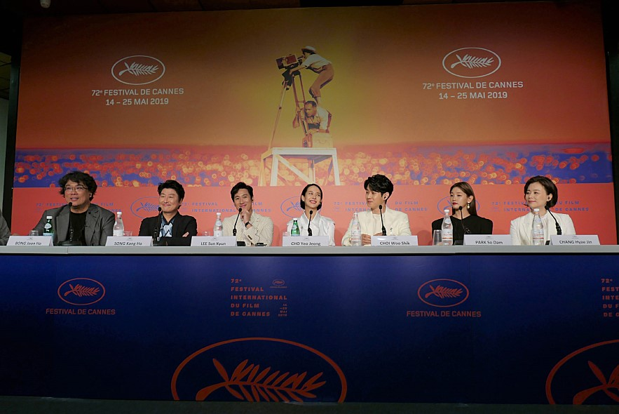 영화 기생충 칸국제영화제 기자회견 장면
